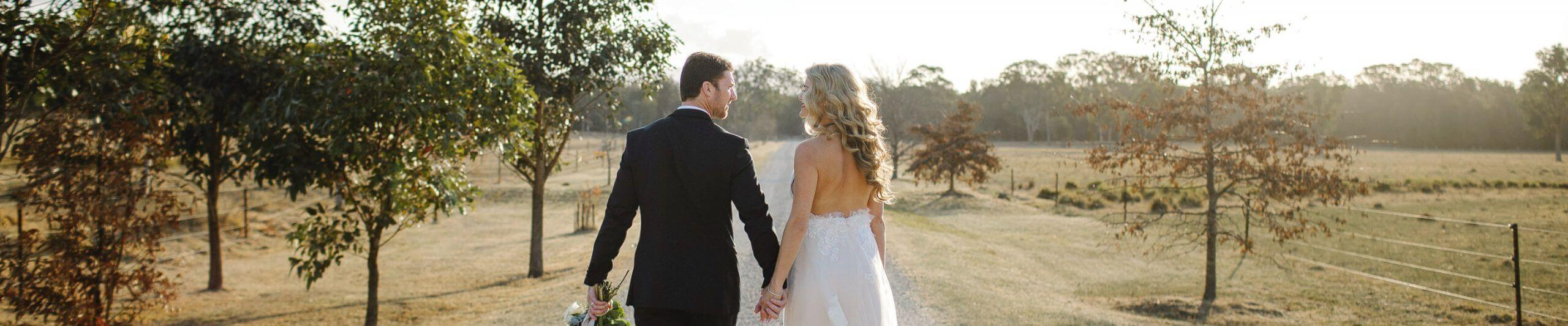 Couple getting married at wedding in Hunter Valley