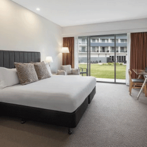 Crowne Plaza Hunter Valley Suite