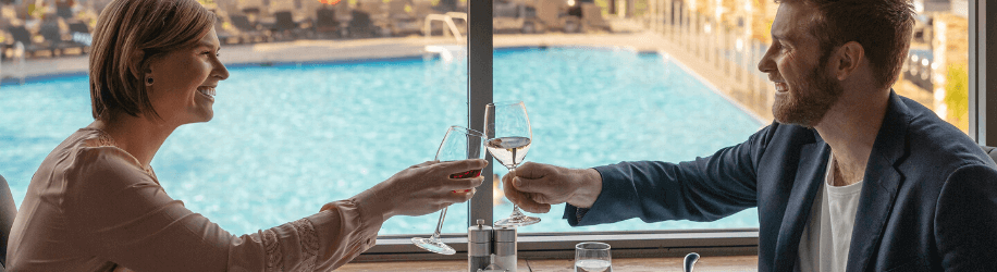 couple toasting champagne